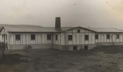 Die Desinfektions·baracke. Das Foto ist von 1941. (Państwowy Instytut Naukowy – Instytut Śląski, Oppeln)