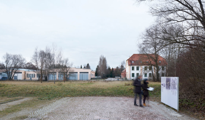 After the connecting road between the prisoners' camp and the SS camp was uncovered during redevelopment work on the Memorial Site in 2004, today it is possible to identify the former camp bakery on the left and the former commandant's headquarters on the right.