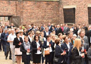 Die Mitarbeiter/-innen des Projekts bei der Gedenkveranstaltung zum Jahrestag des ersten Häftlingstransports in das Konzentrationslager Auschwitz