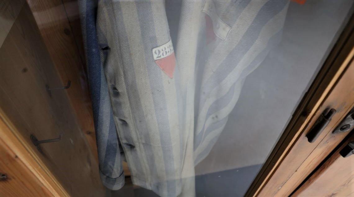Kleidung eines Häftlings - Uniform in der Dauerausstellung